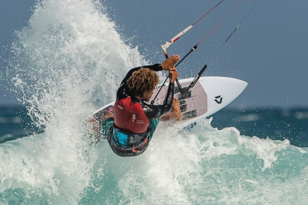 duotone_kiteboarding_riot_curve_14_header_product_page_v1